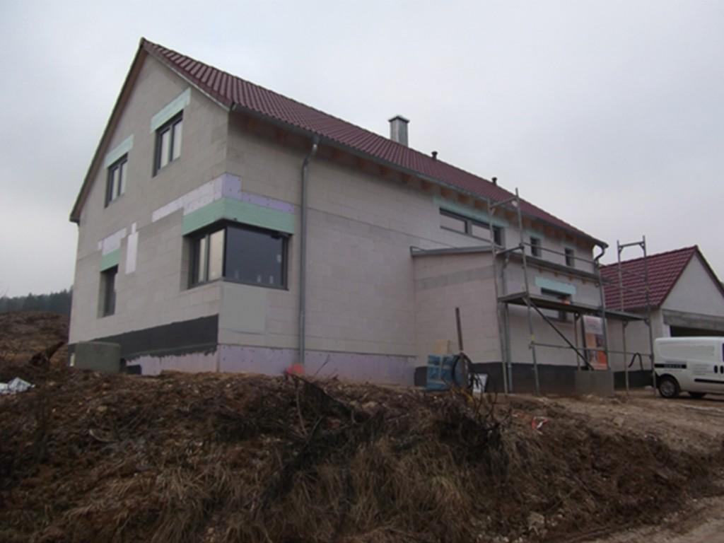 Aumer Massivhaus - Bauablauf - Dacheindeckung & Fenstermontage