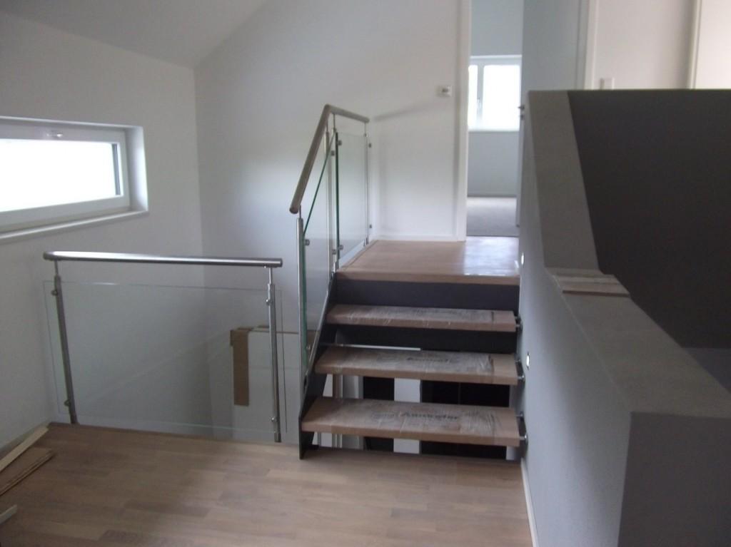 Aumer Massivhaus - Bauablauf - Treppen- und Geländermontagen