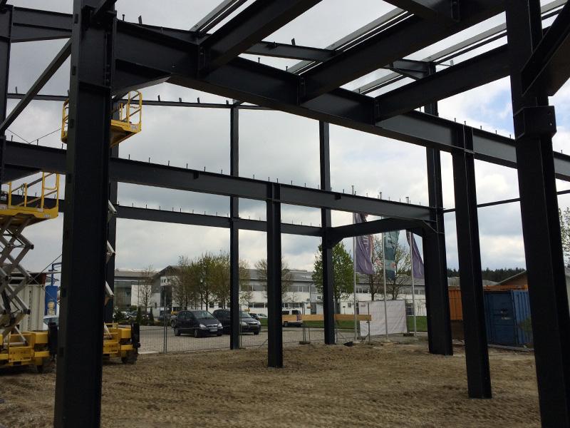 Aumer Gewerbebau: Lagerhallen-Neubau in Grafing, Stahlkonstruktion