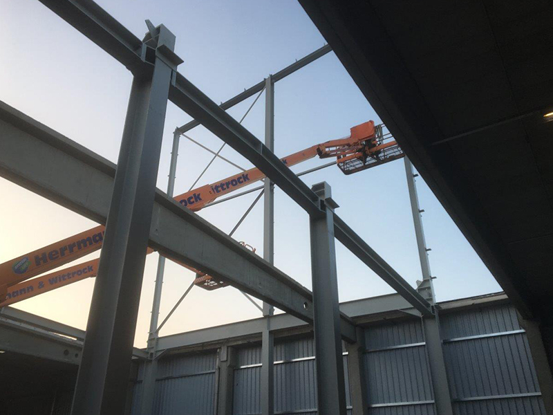Monage der tragenden Stahlkonstruktion