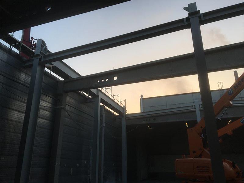 Montage der tragenden Stahlkonstruktion