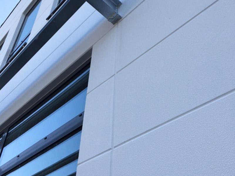 Moderne Fassade mit Porenbetonelementen
