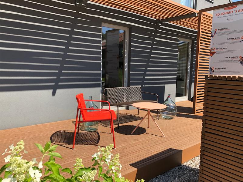Möbel im Außenbereich Aumer Massivhaus Musterhaus