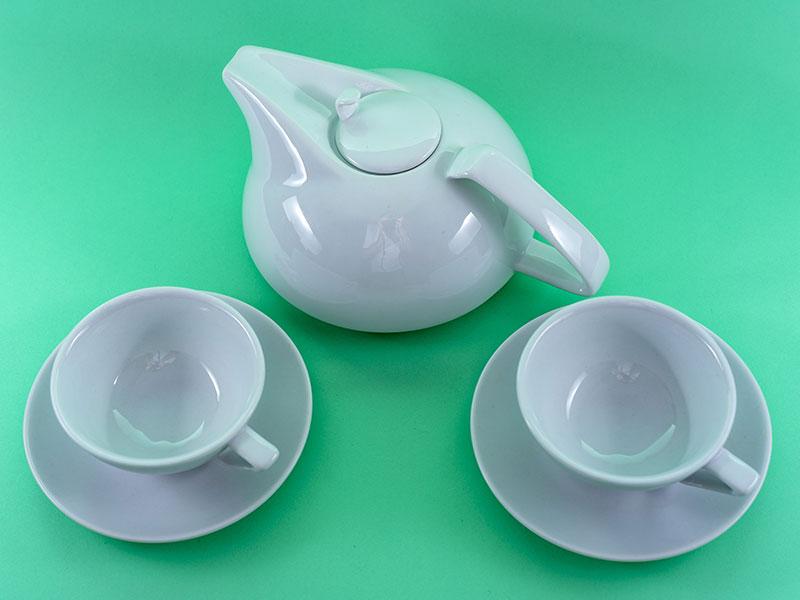 Ein Teeservice im Bauhausstil