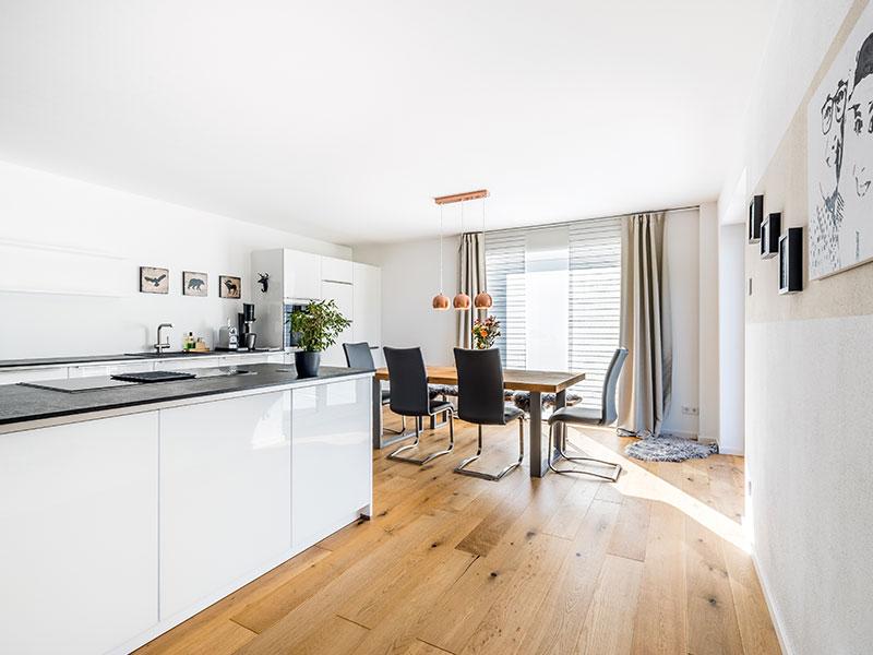 Aumer Massivhaus, Haus des Monats Mai 2020, Essbereich und Küche