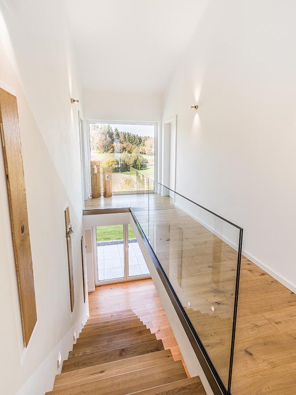 Aumer Massivhaus, Haus des Monats Mai 2020, Treppenaufgang